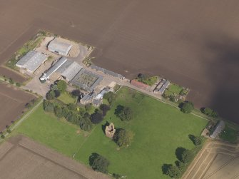 General oblique aerial view of Braikie Farm, centred on  Braikie Castle, taken from the SSW.