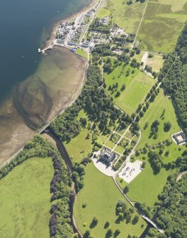 General oblique aerial view of Inveraray and Inveraray Castle, taken from the NNE.