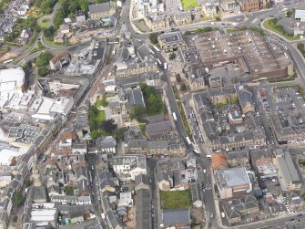 Oblique aerial view of Falkirk Old Parish Church and St Andrew's Church, taken from the ESE.