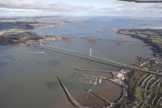 General oblique aerial view of Forth Bridge and Forth Road Bridge, taken from the WSW.
