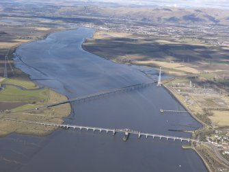 General oblique aerial view of Kincardine on Forth Bridge and Clackmannanshire Bridge, taken from the SE.