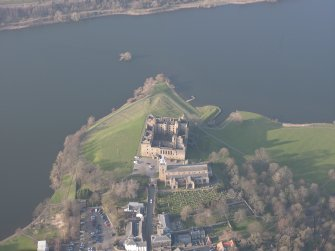 Oblique aerial view of Linlithgow Palace and St Michael's Church, looking N.
