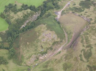 Oblique aerial view centred on the Glasgow University excavation trenches, looking NNW.