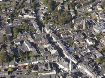 General oblique aerial view of Lanark High Street centred on St Nicholas Church, taken from the SSE.