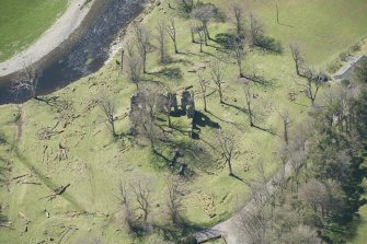 Oblique aerial view of Crawford Castle, looking to the SW.