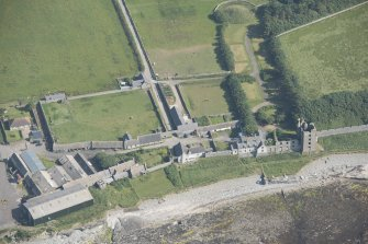 Oblique aerial view of Thurso Castle and East Mains farmstead, looking to the SE.