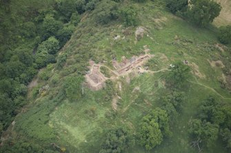Oblique aerial view centred on the Glasgow University excavations at Kay Craig, looking SSW.