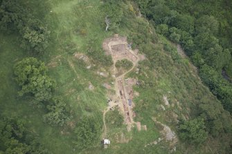 Oblique aerial view centred on the Glasgow University excavations at Kay Craig, looking ENE.