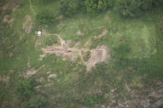 Oblique aerial view centred on the Glasgow University excavations at Kay Craig, looking NW.