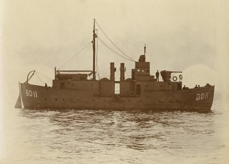 Uncaptioned photograph of a ship. B.D.11, boom defence vessel, BD-series. Sister ship to PA 254/38/1