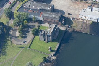 Oblique aerial view of Newark Castle, looking WSW.