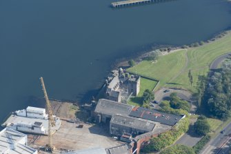 Oblique aerial view of Newark Castle, looking E.