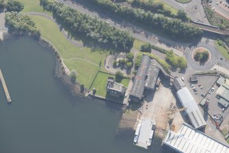 Oblique aerial view of Newark Castle, looking SSE.