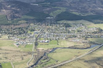 General oblique aerial view of Kingussie and Ruthven Barracks, looking NW.