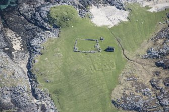 Oblique aerial view of Dun Beag, Vaul, on the Isle of Tiree, looking ENE.