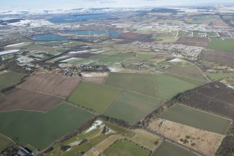 General oblique aerial view of the west Fife landscape including Kinglassie, Westfield Open Cast Mine, Kinglassie House and Bowhouse of Pitlochie farm, looking NW.