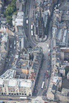 Oblique aerial view of Castlehill, Lawnmarket and Highland Church of Tolbooth St John's, looking WSW.