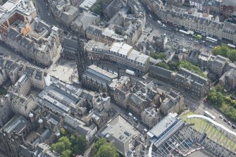 Oblique aerial view of Castlehill and the Lawnmarket, looking SW.