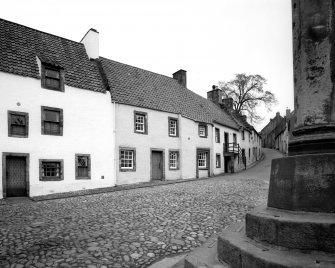 General view of Tanhouse Brae from the foot of the Market Cross, showing  The Study, 2 and 3-4 Tanhouse Brae, from South West.