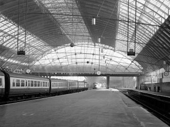 Glasgow, West George Street, Queen Street Station, Interior General view from SSE