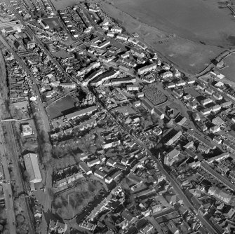 Scanned image of a general oblique aerial view centred on the SE area of the town, taken from the WSW.