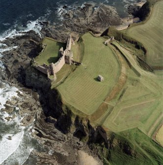 Oblique aerial view centred on the remains of the castle, taken from the NW.