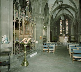 Interior. View of side chapel.