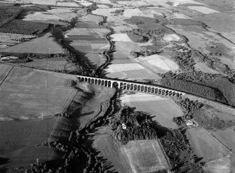 Oblique aerial view centred on the Nairn viaduct at Clava, looking to the ENE.