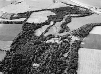 Oblique aerial view centred on Cullen House, looking to the NNW.