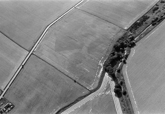 Oblique aerial view centred on the cropmarks of the enclosures, ring ditches and pits at Kirkton and Balmullie Mill, looking to the SW.