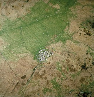 Oblique aerial view centred on the remains of the dun, settlement and field system with hut-circle and farmstead adjacent, taken from the NW. Digital copy of photograph.