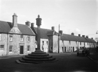 General view of Turnpike House, Callander's buildings, Mercat Cross from NW.