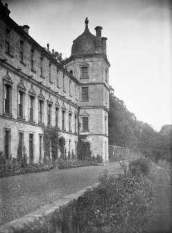 Culross Abbey Mansion House Rear view of house. Scanned image from original glass plate negative. Original envelope annotated by Erskine Beveridge 'Culross Abbey from W damaged'