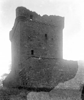 The keep from NW.