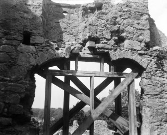 Detail showing inner brace supporting wall.