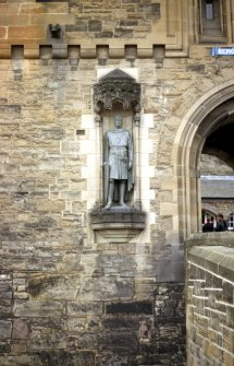 View of statue of Robert the Bruce, in niche on S side of entrance to Castle.