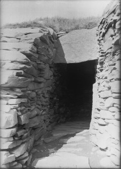 Passage between inner face of broch outer wall and south wheel shaped chamber.