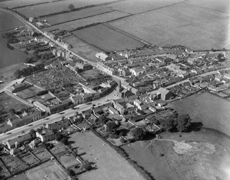 Lochmaben, general view, showing Town House and Bruce Street.  Oblique aerial photograph taken facing west.