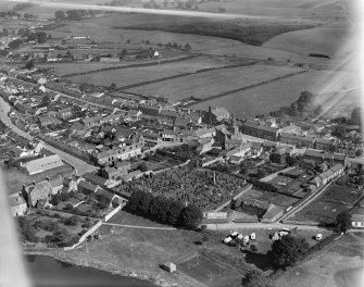 Lochmaben, general view, showing Town House and Princes Street.  Oblique aerial photograph taken facing north.
