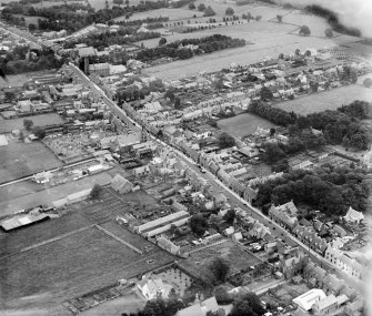 Auchterarder, general view, showing High Street and Ruthven Street.  Oblique aerial photograph taken facing east.
