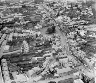 Crieff, general view, showing James Square and High Street.  Oblique aerial photograph taken facing north-west.