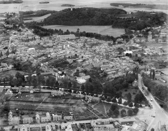 Forres, general view, showing High Street and Invererne Road.  Oblique aerial photograph taken facing east.