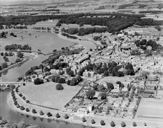 Kelso, general view, showing Old Parish Church and Bowmont Street.  Oblique aerial photograph taken facing north-west.