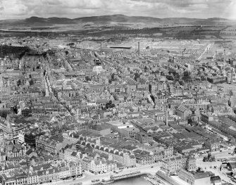 Dundee, general view, showing Custom House and Hilltown.  Oblique aerial photograph taken facing north.