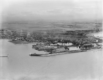 Ardrossan, general view, showing Ardrossan Harbour and Castle Hill.  Oblique aerial photograph taken facing east.
