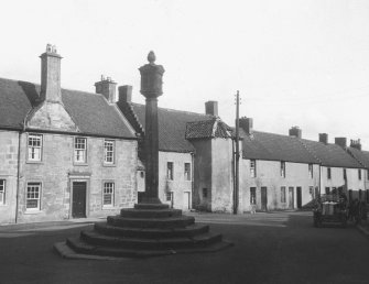 General view of Turnpike House, Elphinstone Inn and Mercat Cross from W.