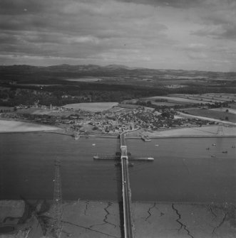 Kincardine, general view, showing Kincardine on Forth Bridge and Toll Road.  Oblique aerial photograph taken facing east.  This image has been produced from a print.