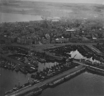 Peterhead, general view, showing Port Henry and North Harbours and Town House, Broad Street.  Oblique aerial photograph taken facing west.  This image has been produced from a print.