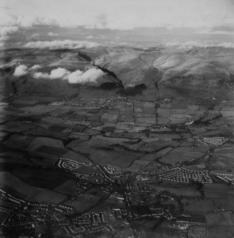 New Sauchie and Alva, general view.  Oblique aerial photograph taken facing north.  This image has been produced from a print.