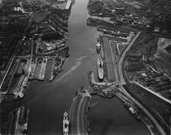Yorkhill Quay and Harland and Wolff Shipbuilding Yard, Govan, Glasgow.  Oblique aerial photograph taken facing north-west.  This image has been produced from a print.